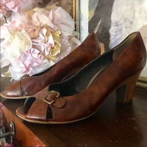 PAUL GREEN LEATHER PUMPS (8.5M)